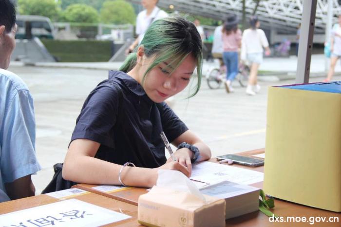 """梦想卡片+时光邮局,寄托初""""新""""川农医家人的逐梦初心"""