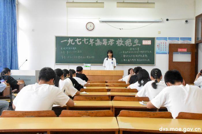 时光穿梭七十载 学子共诉中国情
